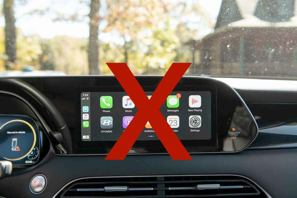 This car does not have CarPlay!